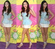 Selena-Gomez-in-Oscar-de-la-Renta