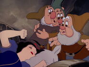 Snow-white-disneyscreencaps.com-4005
