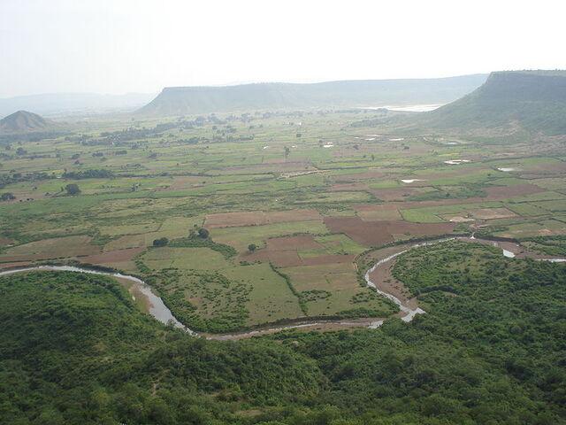 File:Farming Fields. Quibashi.jpg