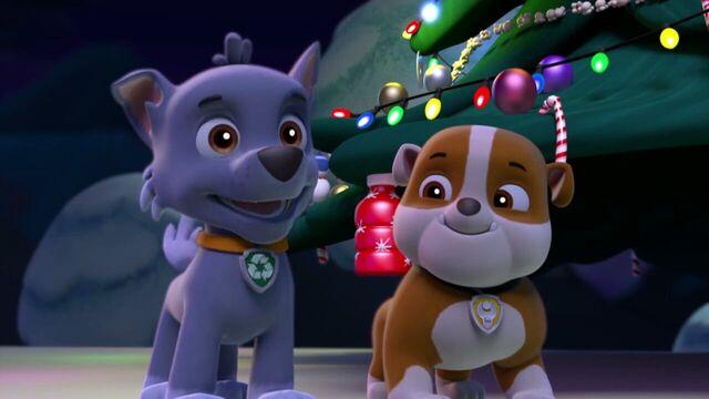 File:PAW.Patrol.S01E16.Pups.Save.Christmas.720p.WEBRip.x264.AAC 1305437.jpg