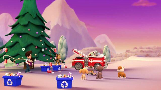 File:PAW.Patrol.S01E16.Pups.Save.Christmas.720p.WEBRip.x264.AAC 117718.jpg