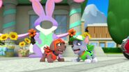 PAW.Patrol.S01E21.Pups.Save.the.Easter.Egg.Hunt.720p.WEBRip.x264.AAC 1211277