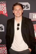 Finn+Cole+iHeartRadio+Music+Awards+Red+Carpet+abZLqRUpI98l