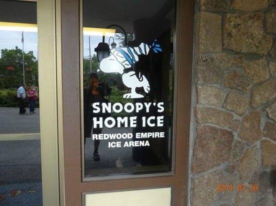 File:Redwood-empire-ice-arena.jpg