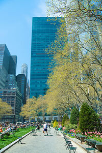 Bryant Park, late Apr 2009 - 29