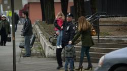 1x19 simmon's family