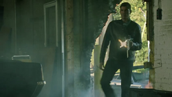 1x09 - Reese shoots goons