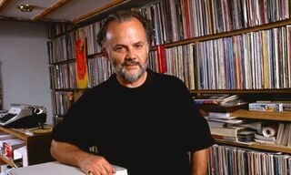 John-Peel-with-his-record-008