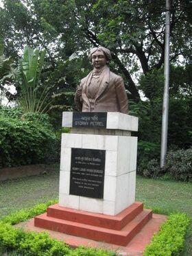Kolkata Derozio statue