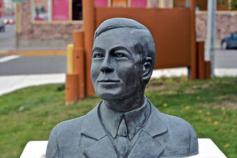 Bust of Robert Service Whitehorse Yukon