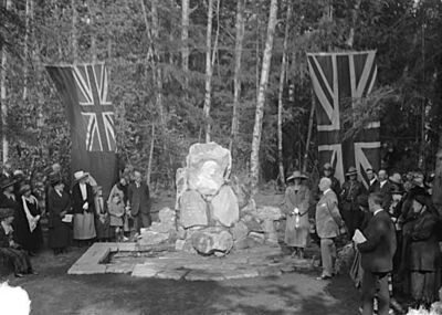 Ceremony at Pauline Johnson's grave, 1920