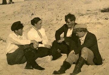 800px-Mary Austin, Jack London, George Sterling, Jimmie Hooper, restored