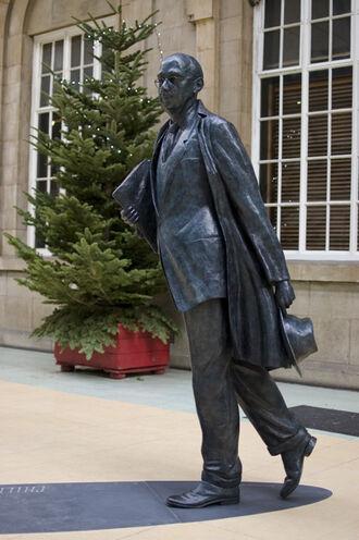 Philip Larkin Statue Hull