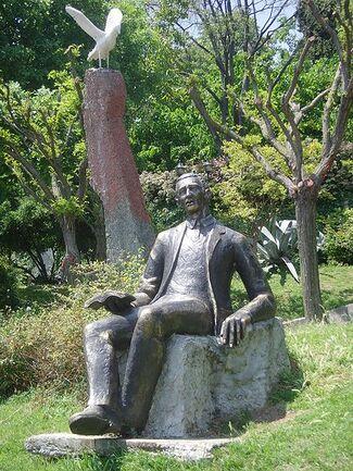 Orhan veli statue1