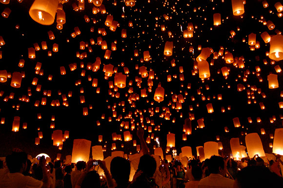 image floating lantern festival jpg people don t have to be
