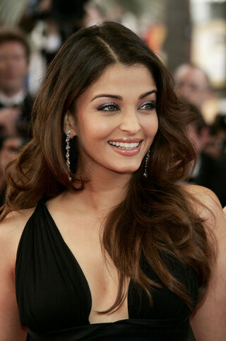 Aishwarya Rai Cannes Opening Night Ceremony WO4pG9Bjzk5l