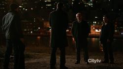 1x17 - Reese con Elias