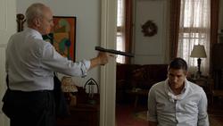 1x08 - Kohl apunta a Reese