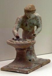 415px-NAMA Figurine pétrissante 1