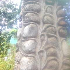 A closer look of the pillar stones.