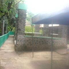 Hinulugang Taktak station