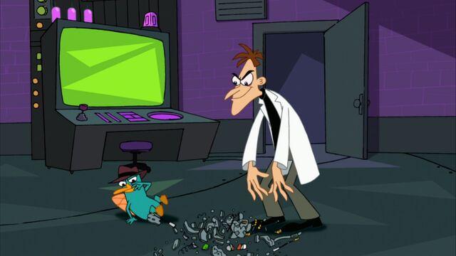 File:Doofenshmirtz destroys the Delete-From-My-Mind-inator.jpg