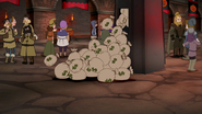 S04E25a Bags of loot falling out