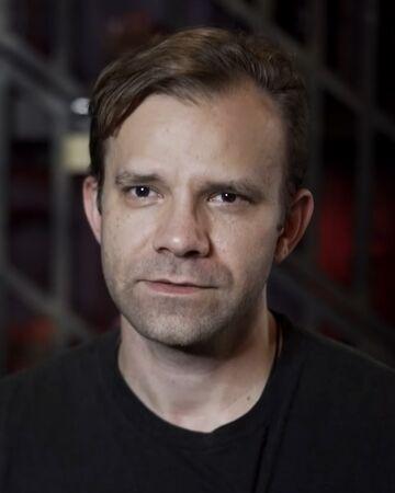 Photo de Liam O'Brien avec un hauteur de 182 cm et à l'age de 44 en 2020