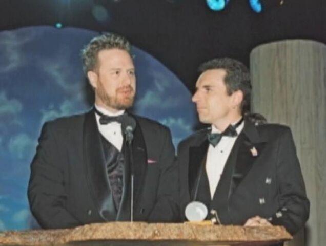 Bestand:Dan and Swampy accept an award.jpg