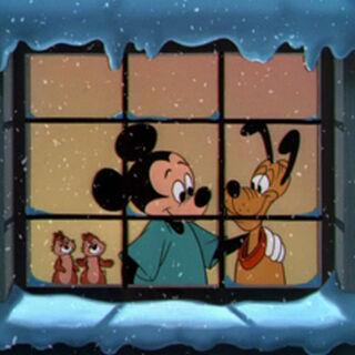 Mickey, Pluto, Tic et Tac vers la fin du dessin animé.
