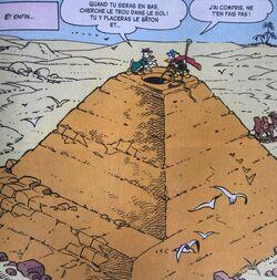 Fantomiald et le professeur tout en haut de la pyramide.