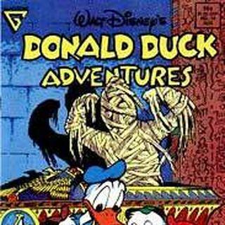 Donald observant la bague égyptienne de Riri, par Carl Barks.