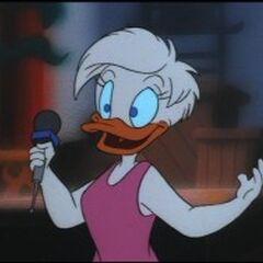 Daisy se prête au métier de journaliste dans la série <i><a href=