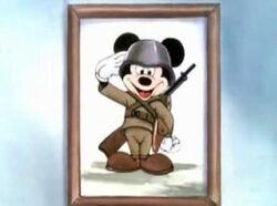 Mickey Mouse en tenue de soldat