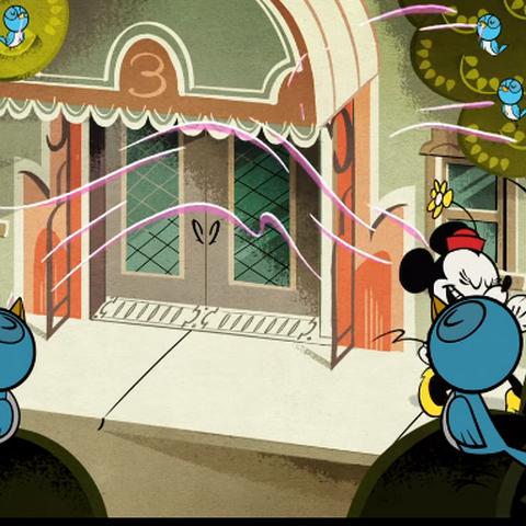 Dans un premier temps, les animaux à plumes sentent la divine senteur du parfum de Minnie...