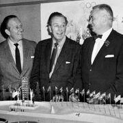Walt Disney avec deux responsables des Jeux olympiques d'hiver de 1960