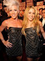 2009-MTV-VMA-Pink-Shakira