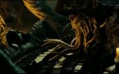 Jones joue de l'orgue