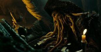 Davy Jones suona il suo organo