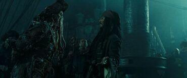 Davy Jones e Jack Sparrow trattano