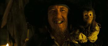 Jack sulla spalla del risorto Barbossa