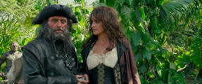 Barbanera con Angelica dopo che Jack Sparrowe si getta nel fiume