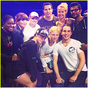 Mtv awards 2013 pitch perfect cast dating. ver canal 2 de telecentro online dating.