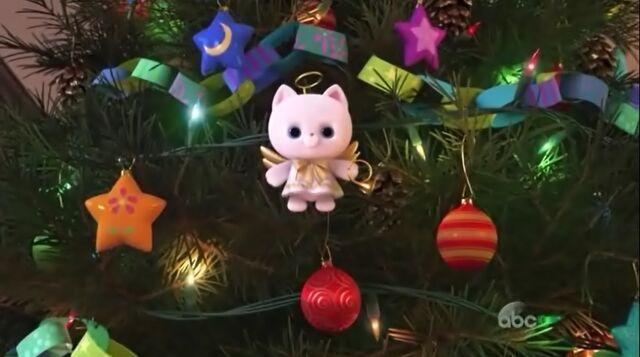 File:Angel Kitty on tree.jpg