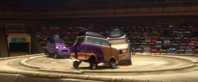 File:Car ring fight screenshot.png