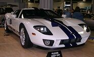 280px-2005 Ford GT