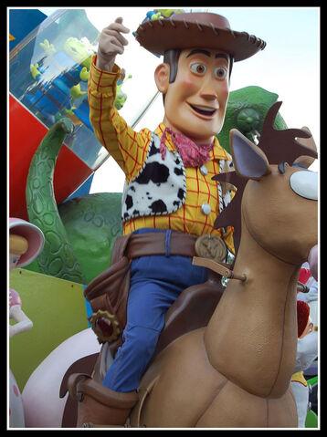 File:Woody bullseyedparkparade.jpg