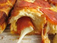 Little-caesars-pepperoni-stuffed-crust-deep-dish-pizza-02