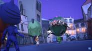 Gekko picks up Robot.
