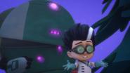 PJMasksSaveChristmasRomeoRobot4